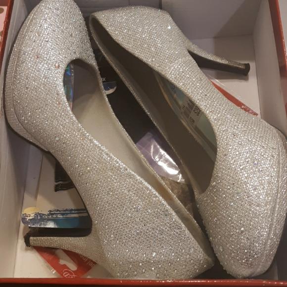 Shoes   Silver Wide Width Heels   Poshmark